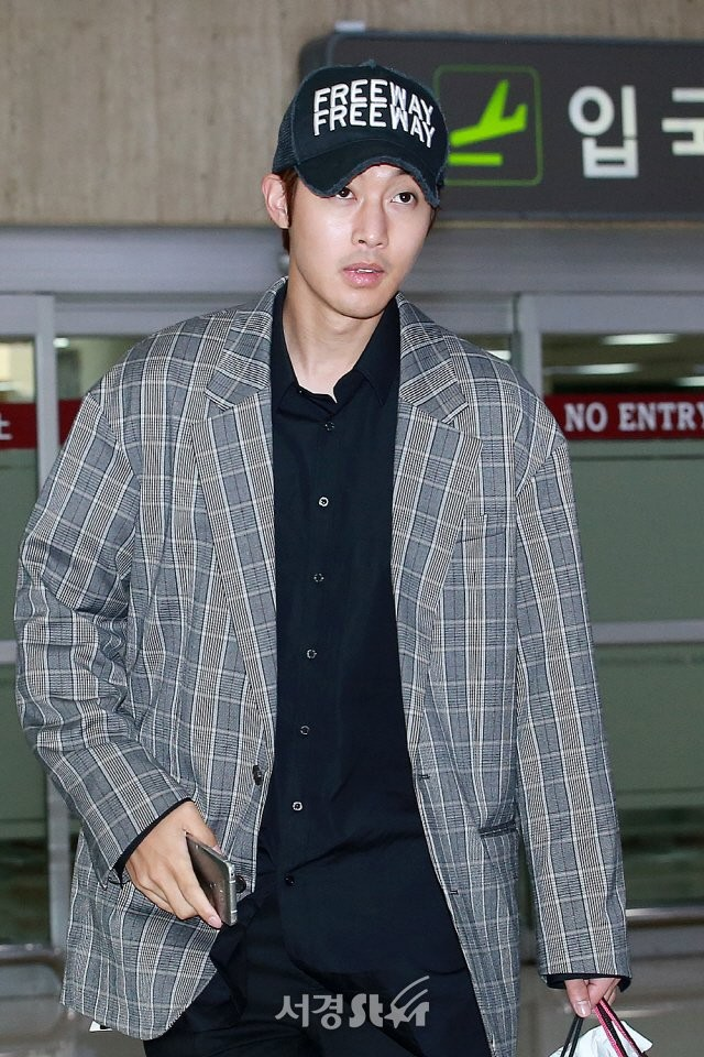 [Media Photos+Video] Kim Hyun Joong Arrived at Gimpo Airport from Japan [2018.04.25]